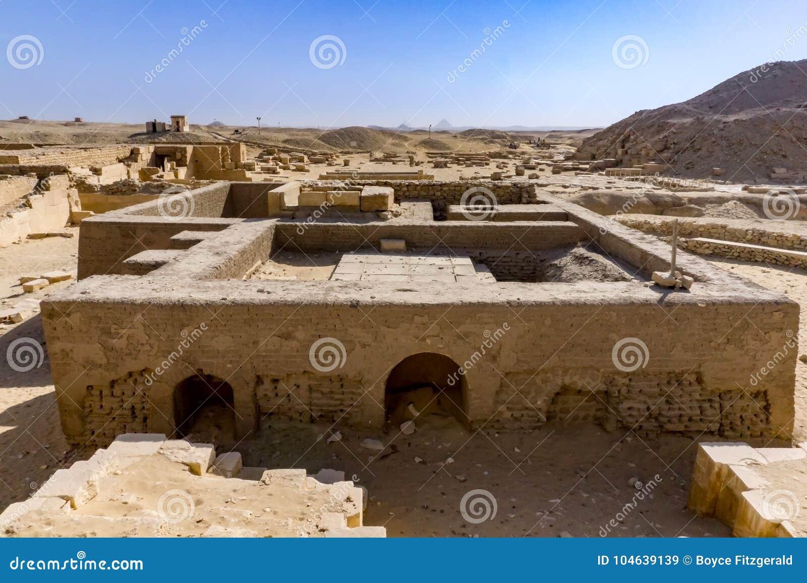 Download Necropool In Saqqara, Egypte Dichtbij De Stap Pyriamids Stock Afbeelding - Afbeelding bestaande uit heet, zand: 104639139