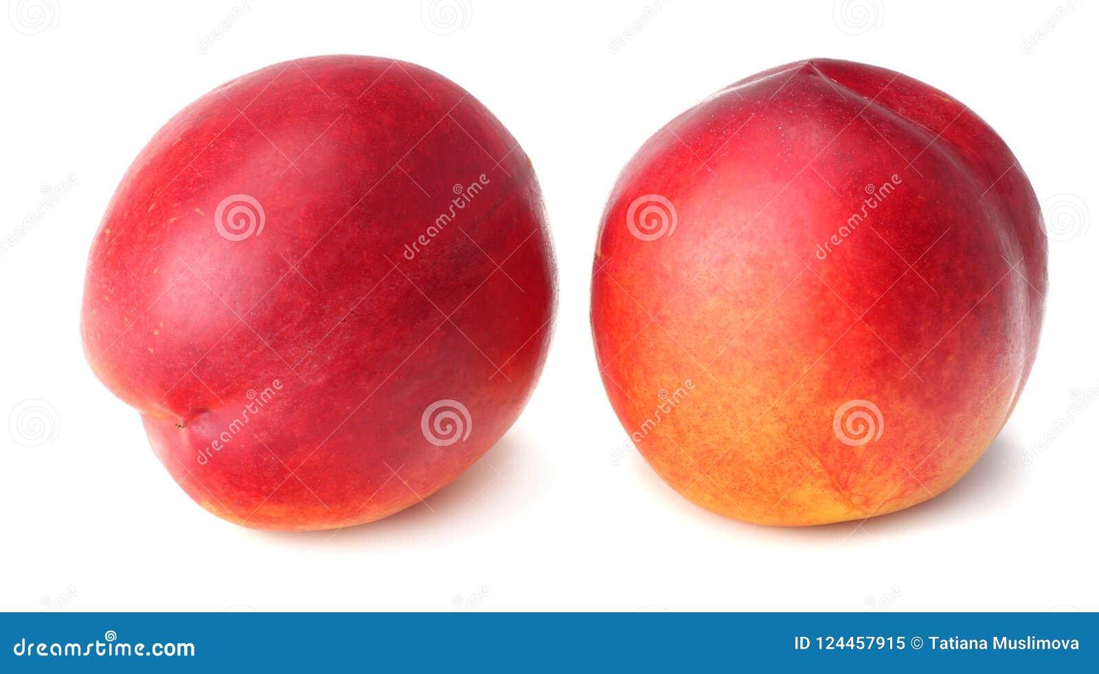Nectarina aislada en el fondo blanco Alimento sano