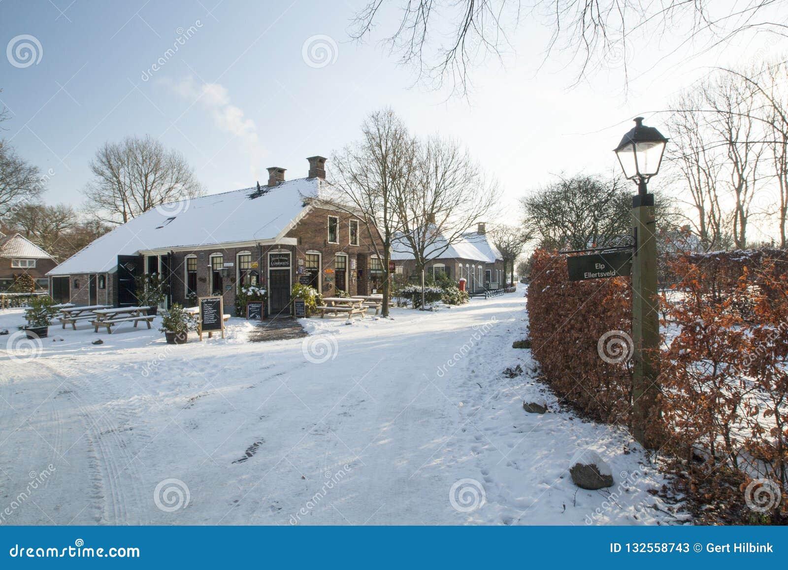 Nederland, landschappen en molens in wintertijd