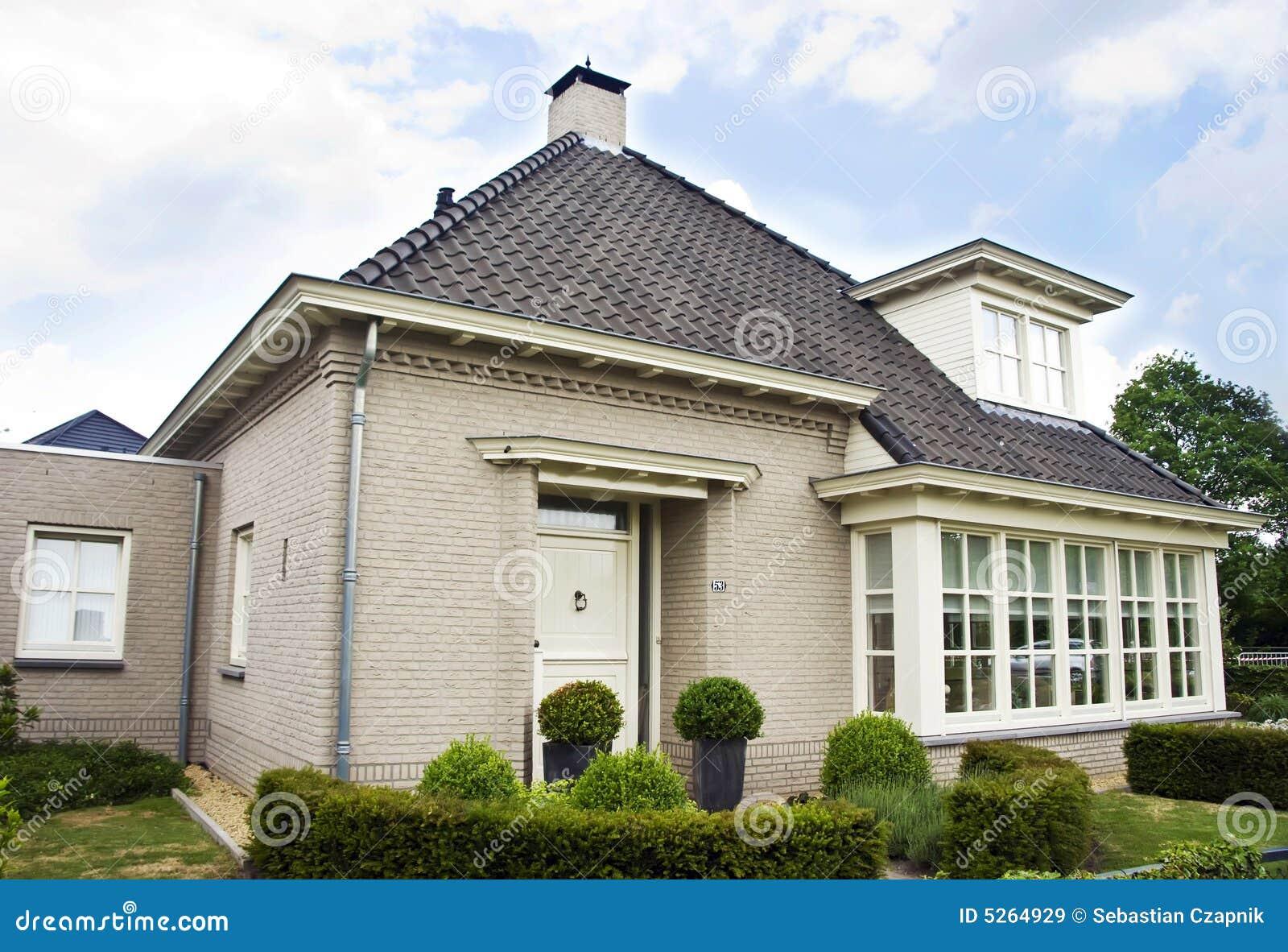 Nederlands huis in de voorsteden stock afbeelding afbeelding 5264929 - Foto huis in l ...