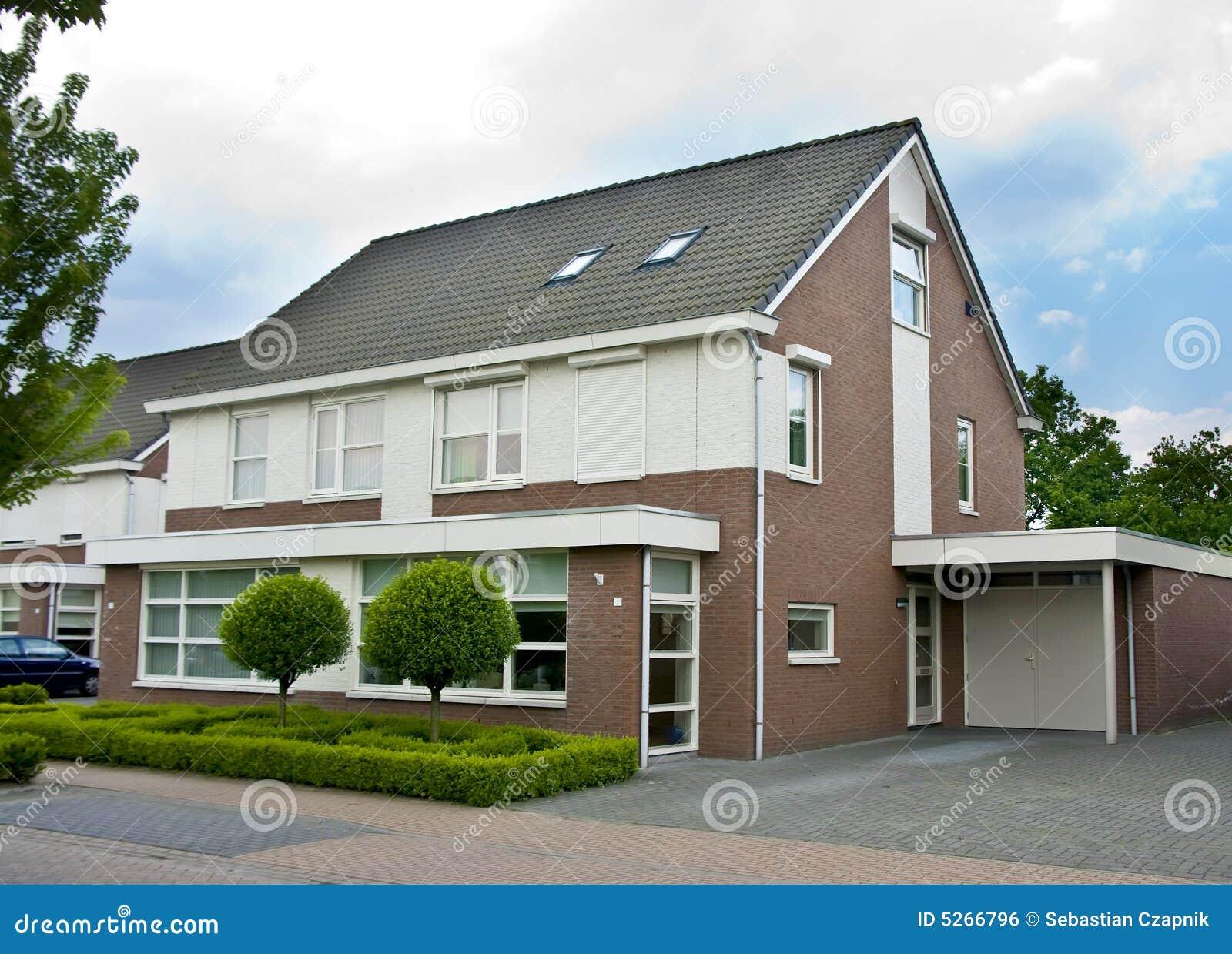 Nederlands huis in de voorsteden royalty vrije stock afbeelding afbeelding 5266796 - Foto huis in l ...