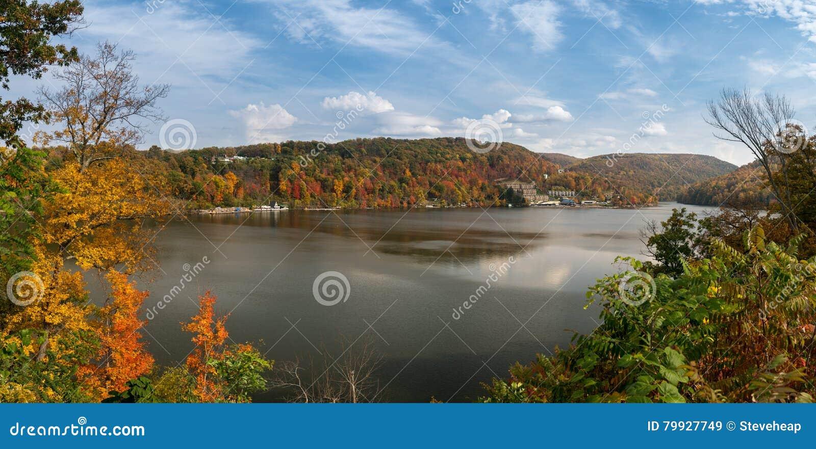 Nedgångfärger på fusk sjön Morgantown