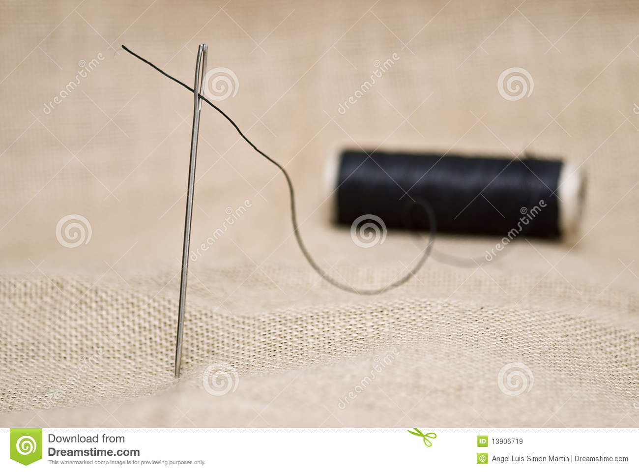Needle And Thread For Sewing Royalty Free Stock Images