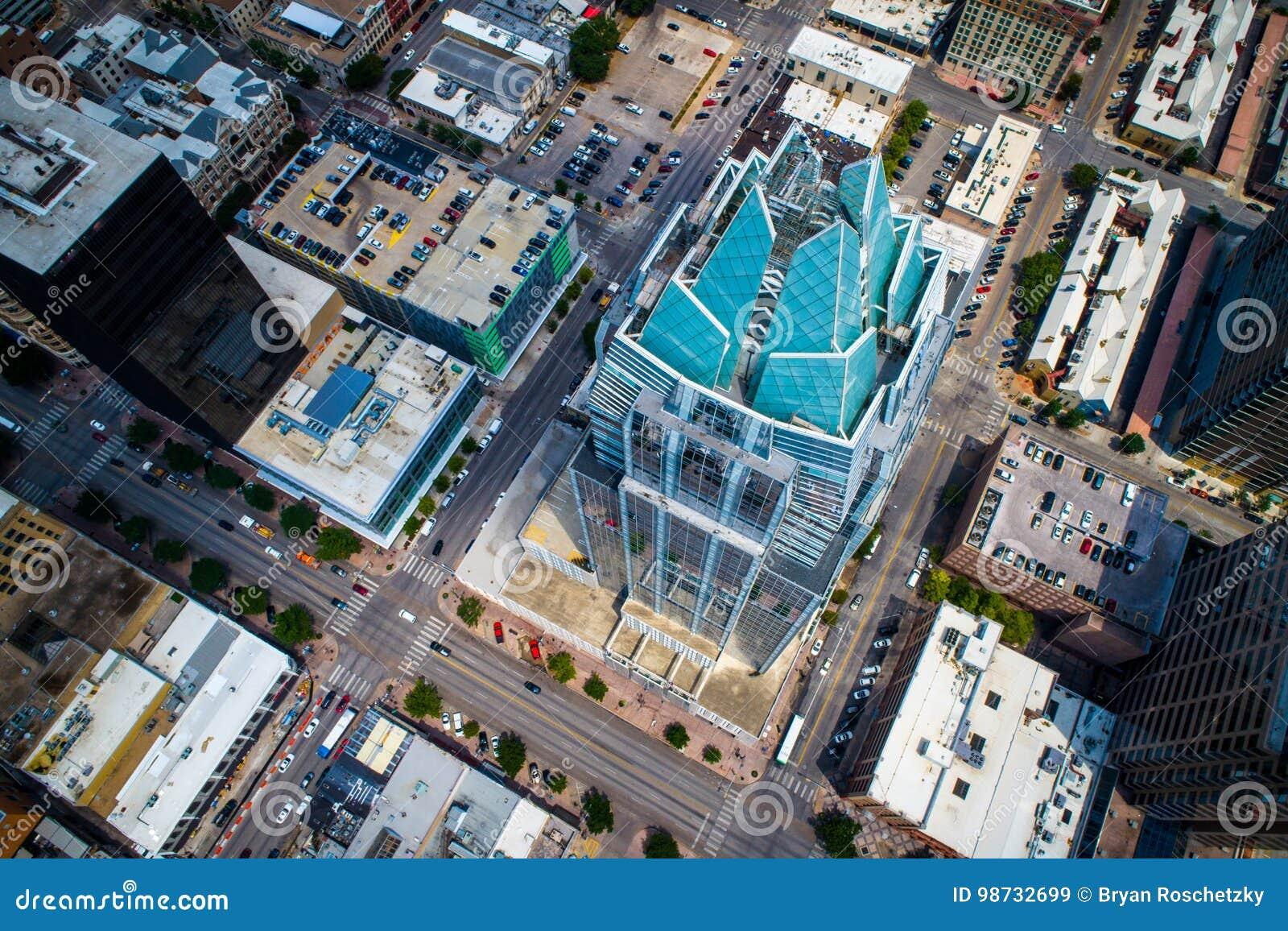 Neer kijkend op de aren van de Torenowl building van de Vorstbank en Moderne Cityscape van de Architectuurhorizon - Austin, TX, d