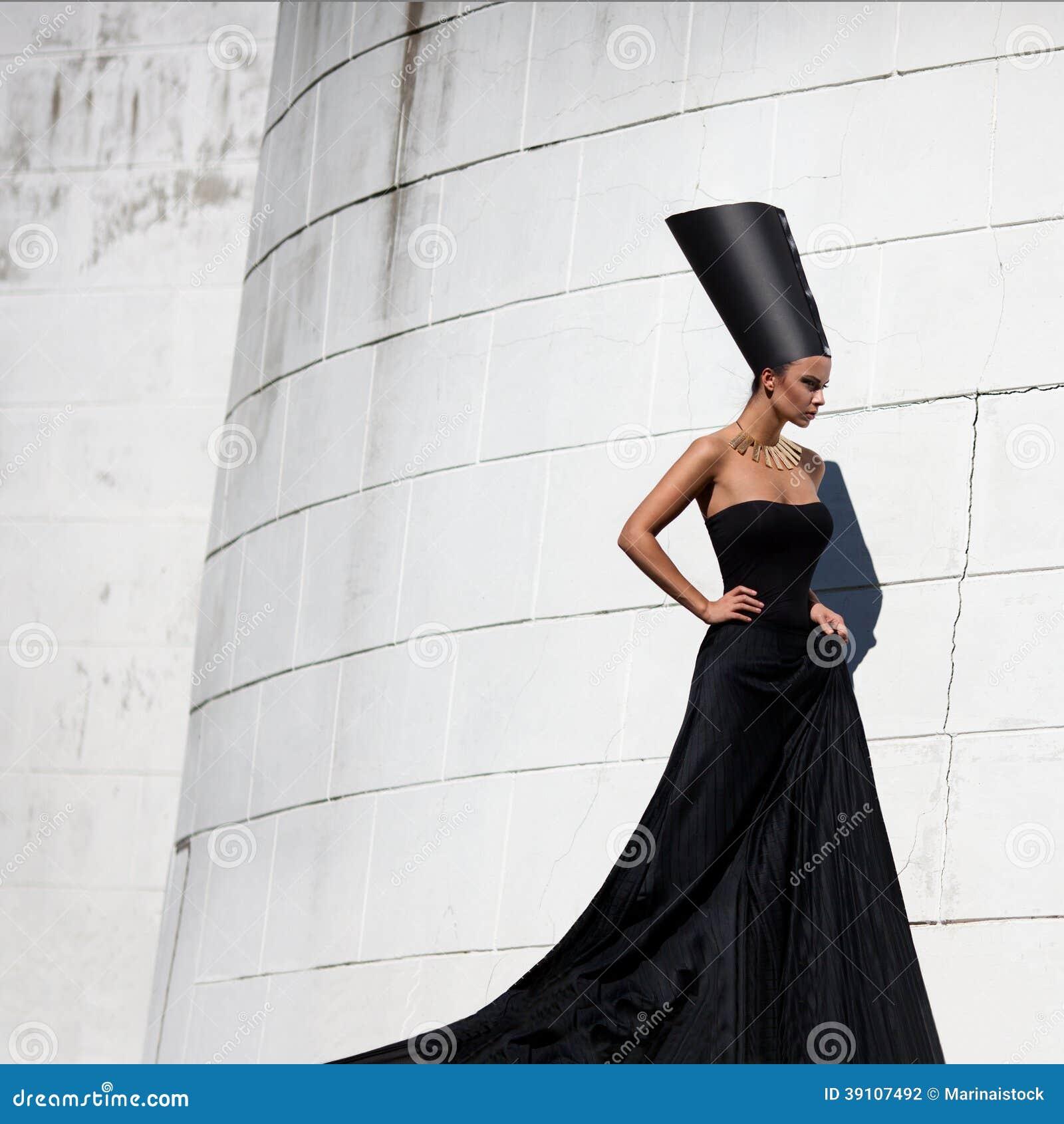 Nefertiti. Moda estilizada