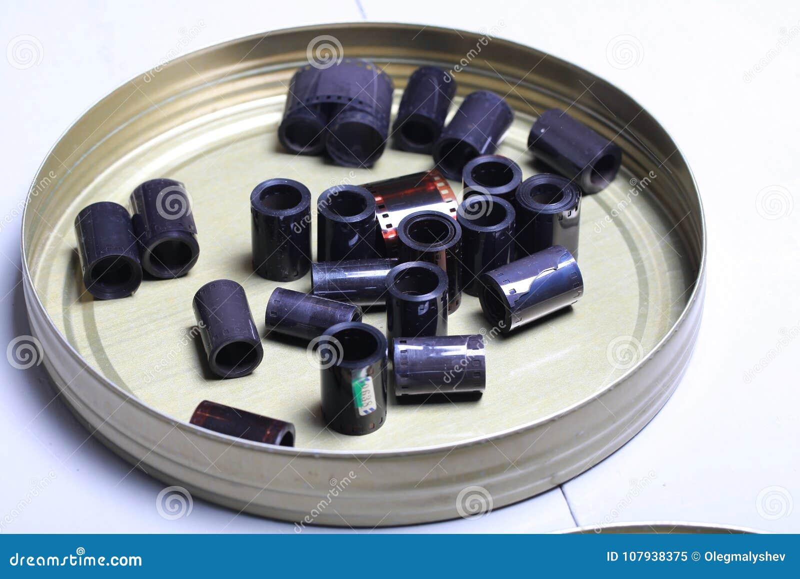 Negazioni dell archivio del film in una latta rotonda del metallo
