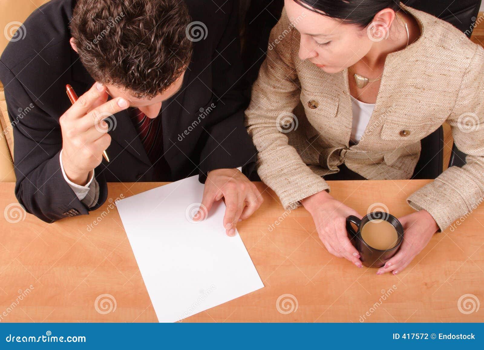 Negociaciones del asunto - 2 hombres