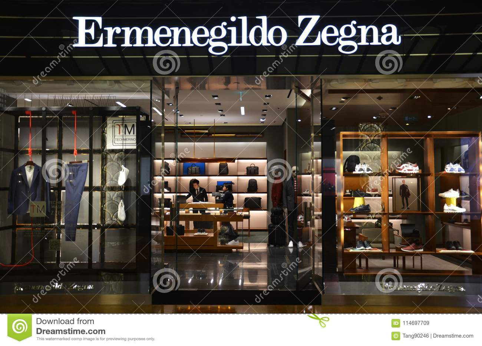 Negozio Della Marca Ermenegildo Zegna A Macao Immagine Stock ... d5a78efa19e