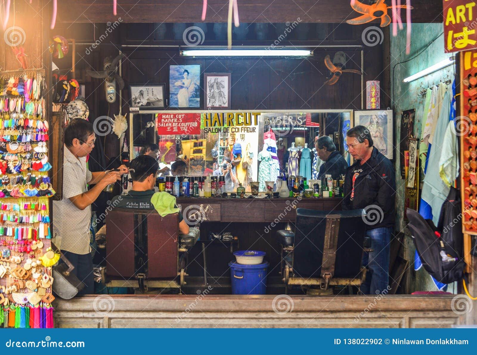 Negozio di barbiere alla vecchia città in Hoi An, Vietnam