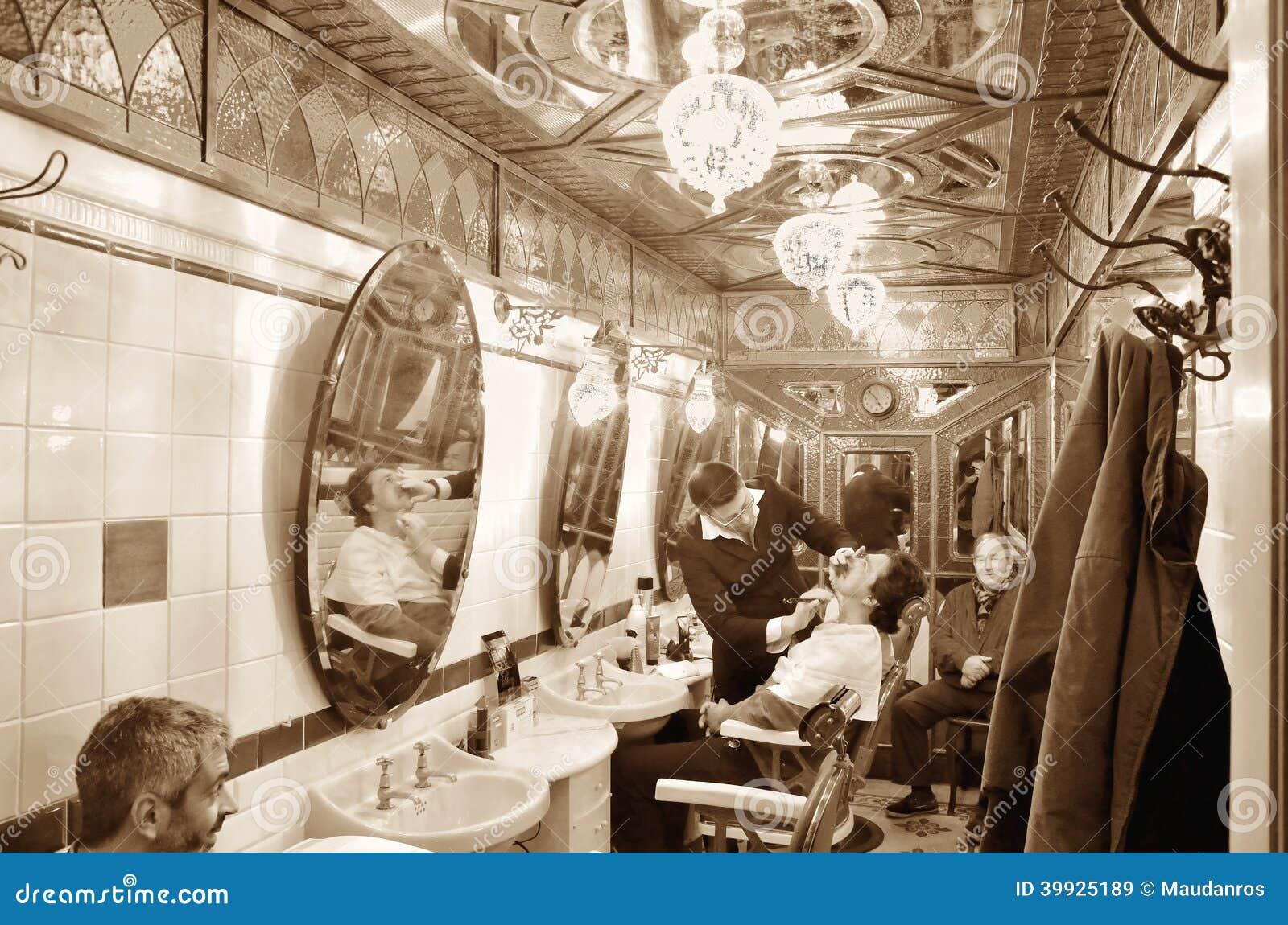 Negozio di barbiere storico a Genova