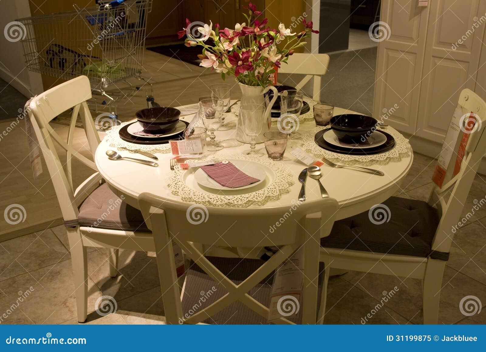Mobili Della Sala Da Pranzo : Negozio di mobili stabilito della tavola della sala da pranzo