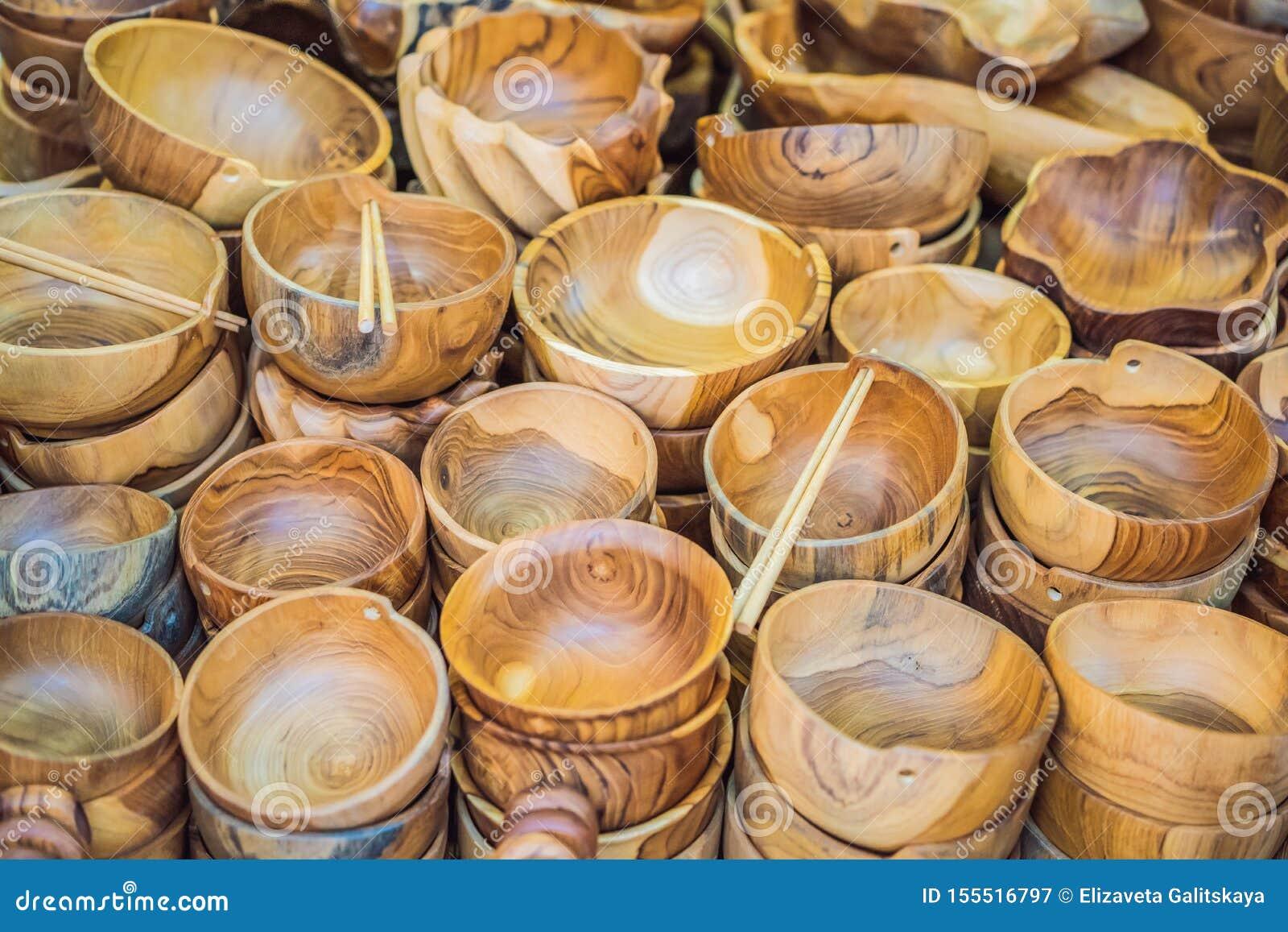 Negozio di ricordo tipico che vende i ricordi e gli artigianato di Bali al mercato famoso di Ubud, Indonesia Mercato di balinese