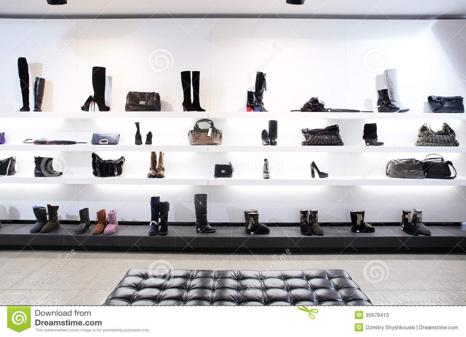 Negozio di scarpe di lusso con l 39 interno luminoso immagine for Interno 1 scarpe