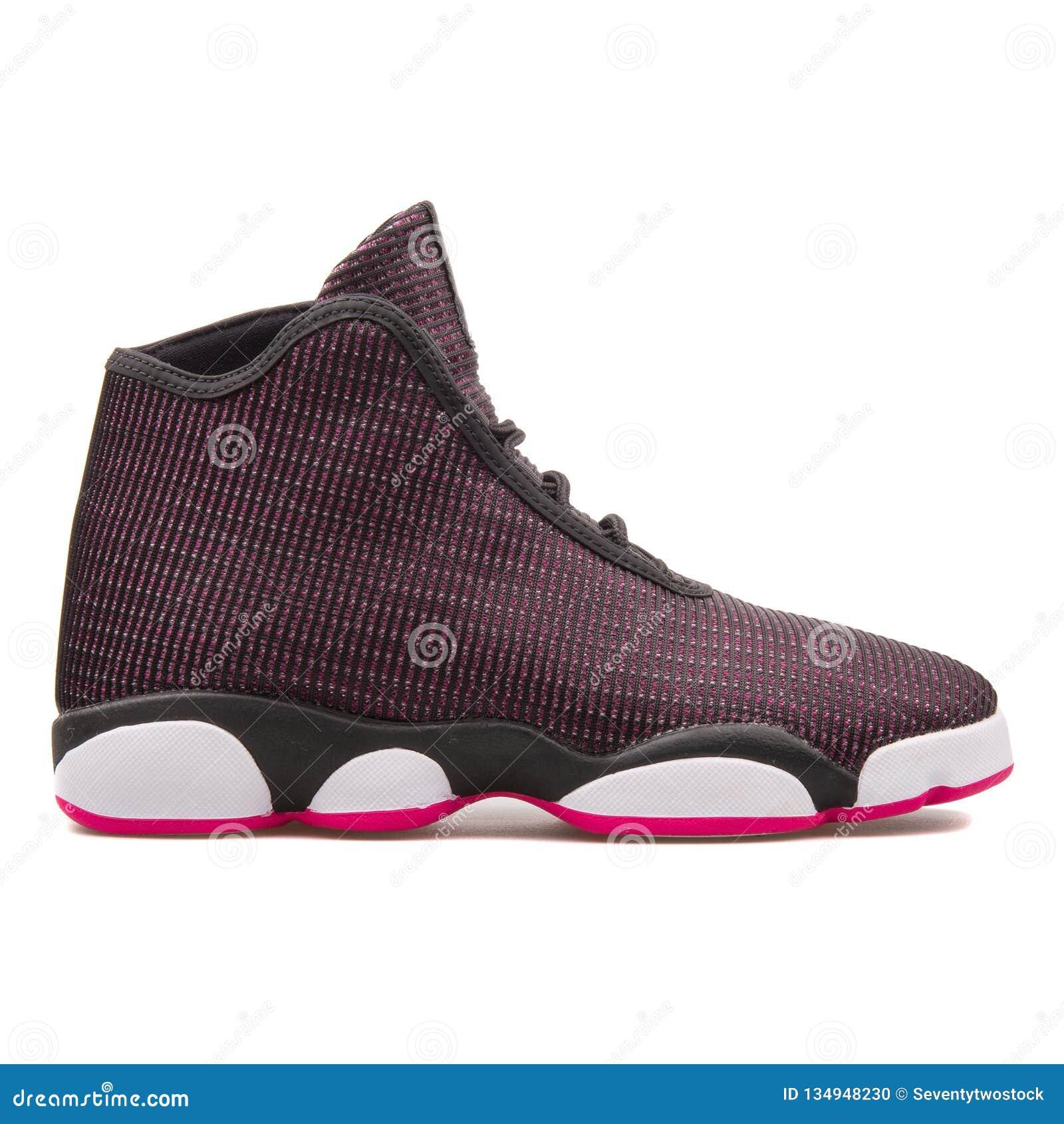 tirar a la basura Supervisar proyector  Negro Del GG De Nike Jordan Horizon Y Zapatilla De Deporte Púrpura Imagen  editorial - Imagen de jordan, nike: 134948230