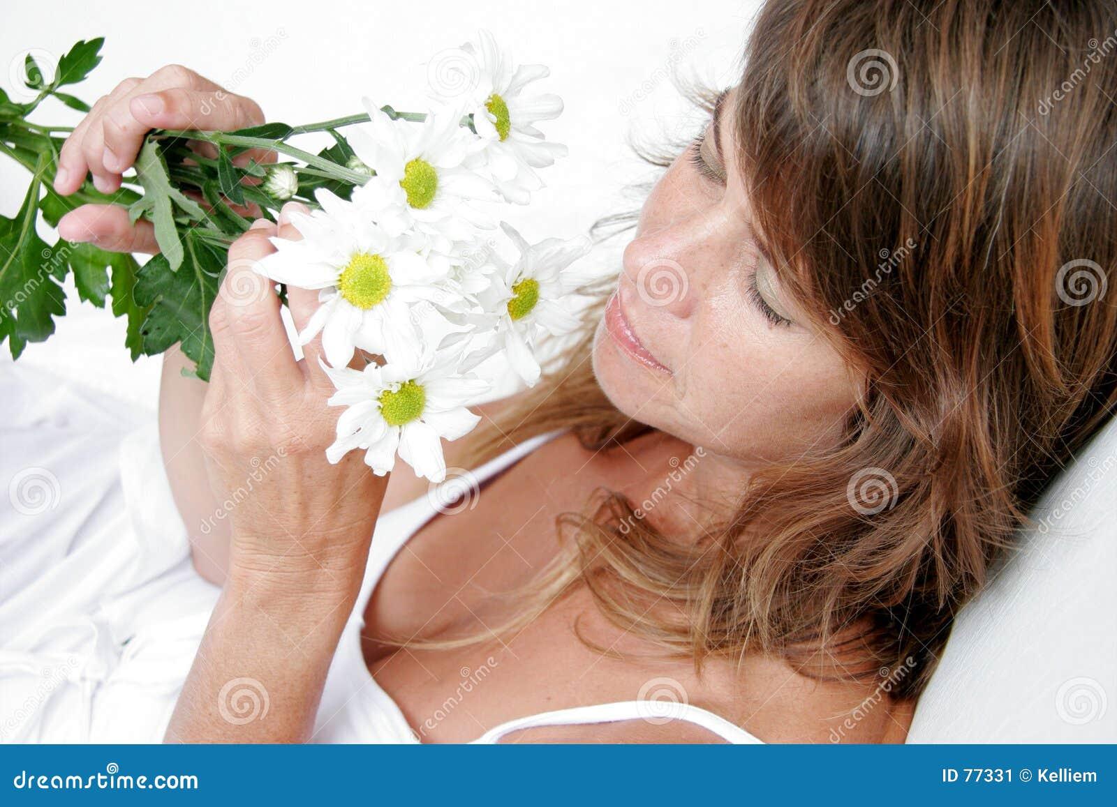 Nehmen Sie Zeit, die Blumen zu riechen