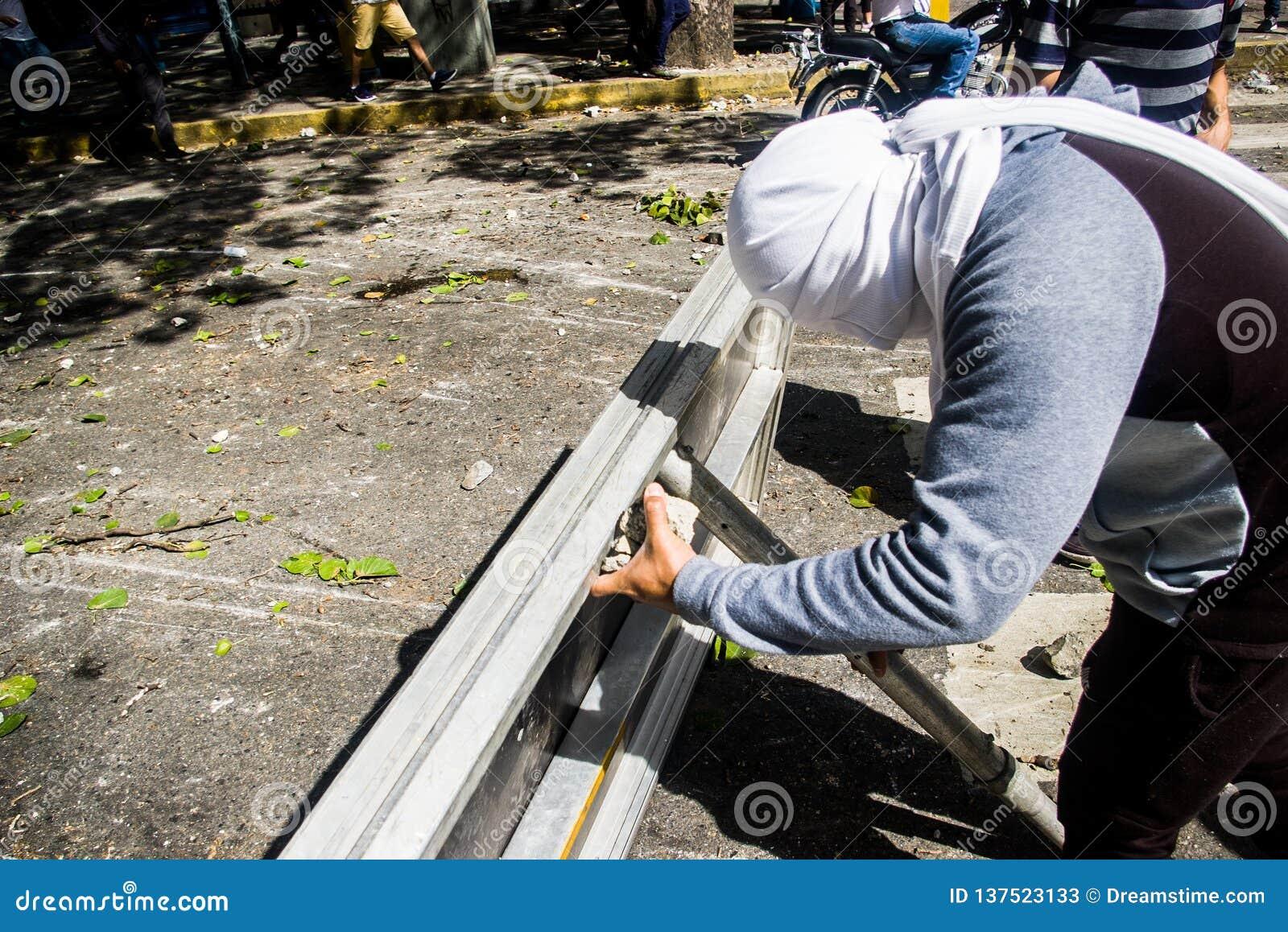 23-01-2019 nehmen venezolanische Protestanten zu den Straßen, um ihre Unzufriedenheit an der illegitimen Übernahme von Nicolas Ma