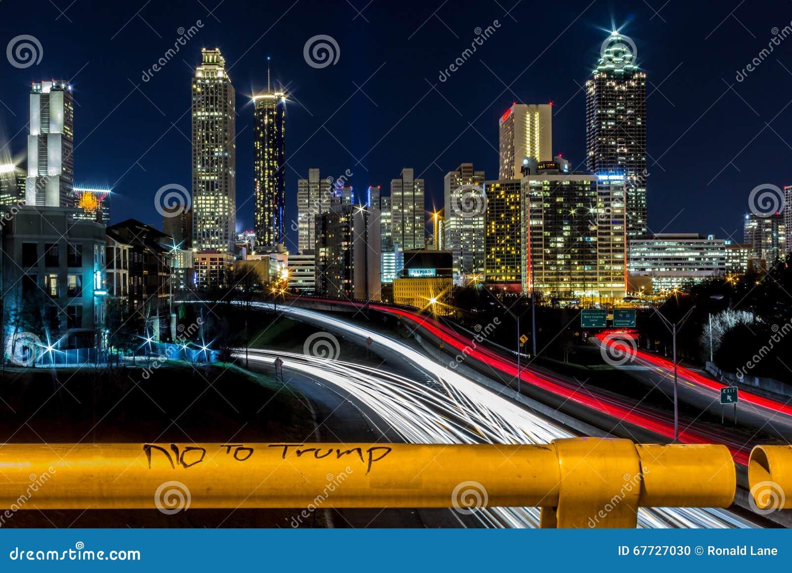 Nein zum Trumpf mit Ansicht von Atlanta, GA