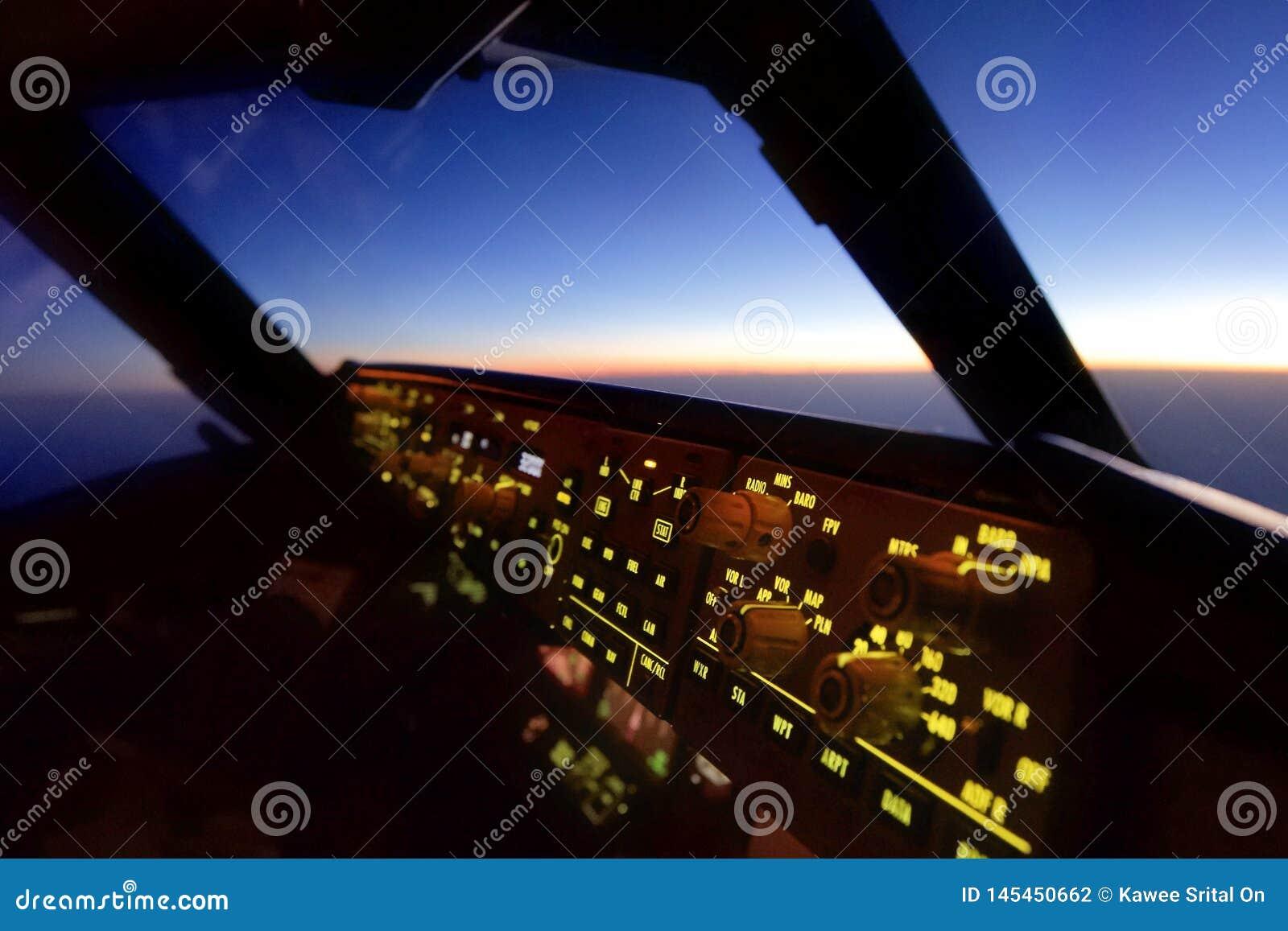 Nella vista della cabina di pilotaggio dell aeroplano dal sedile pilota di Co