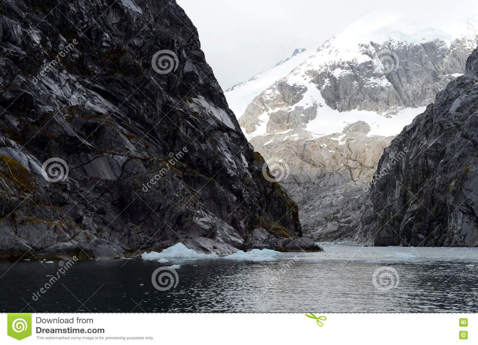 Nena Glacier no arquipélago de Tierra del Fuego