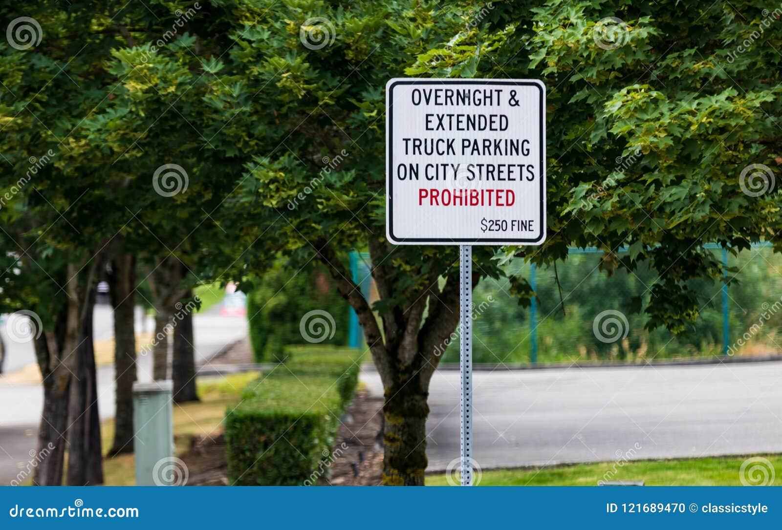 Nenhum estacionamento durante a noite sinal proibido com multa