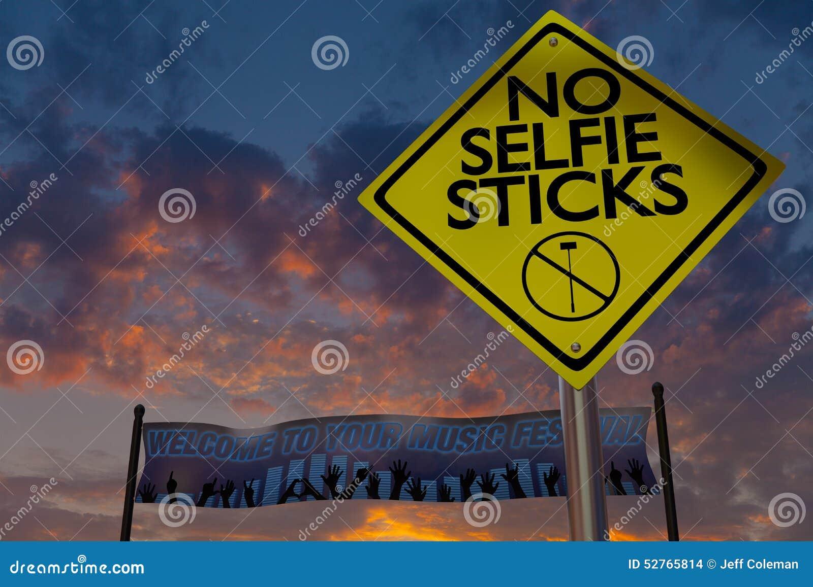 Nenhum selfie cola o sinal em um festival de música