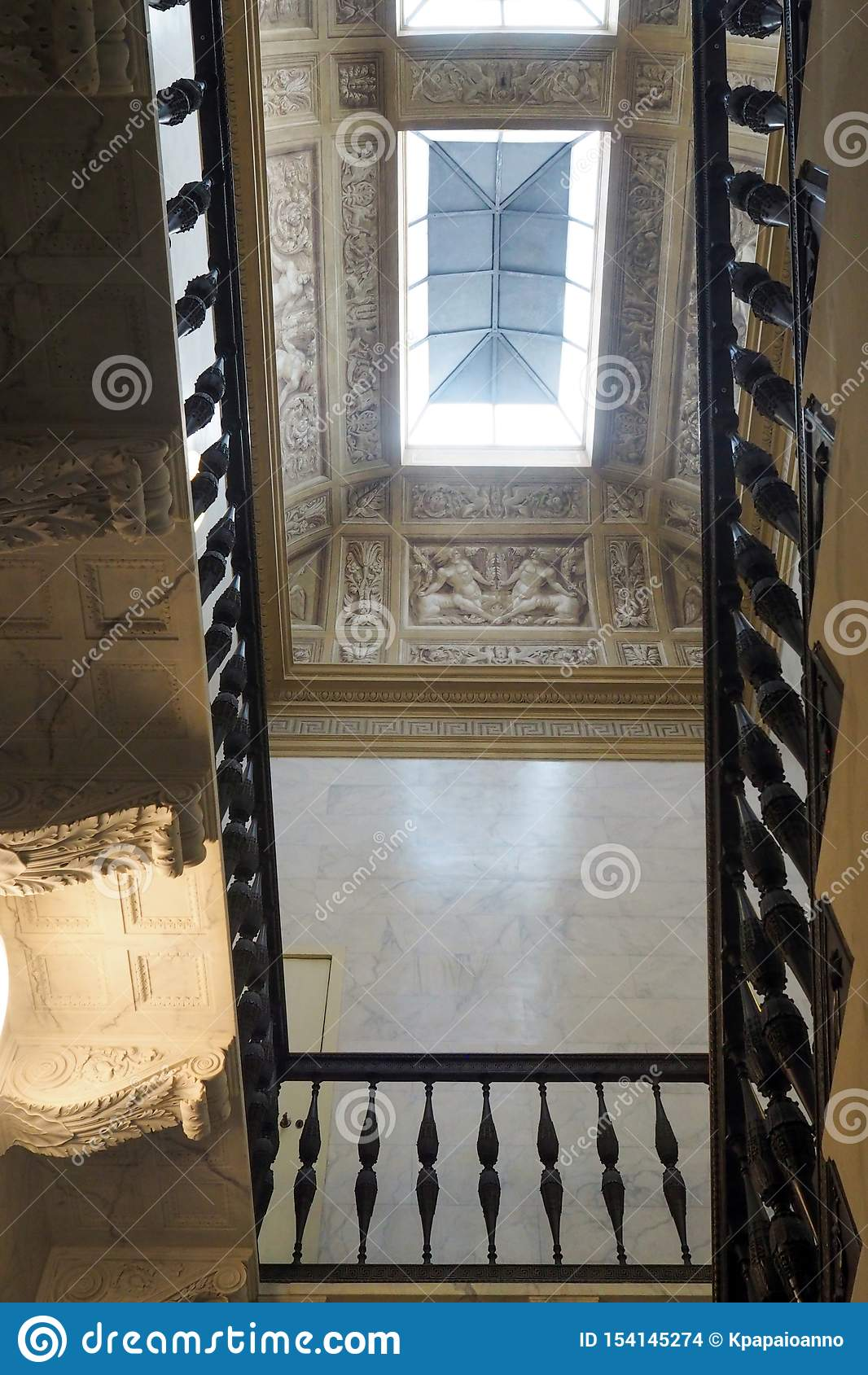 Neoklassiek paleis van Villa Torlonia in Rome, Italië