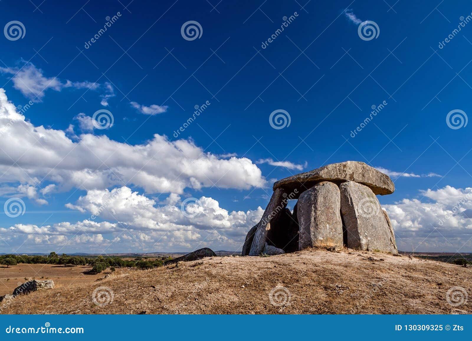 Neolityczne 5000 roczniaków ant robią Tapadao dolmenowi od Megalitycznej kultury