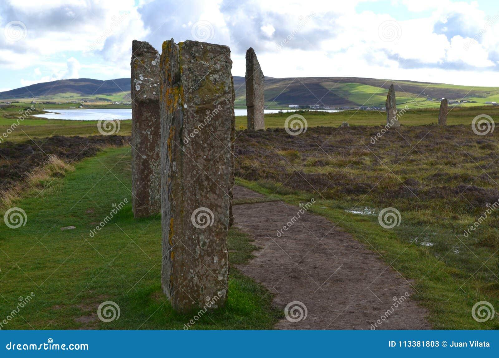 Neolityczny pierścionek Brodgar w wyspie stały ląd wyspa, Orkney archipelag, Szkocja