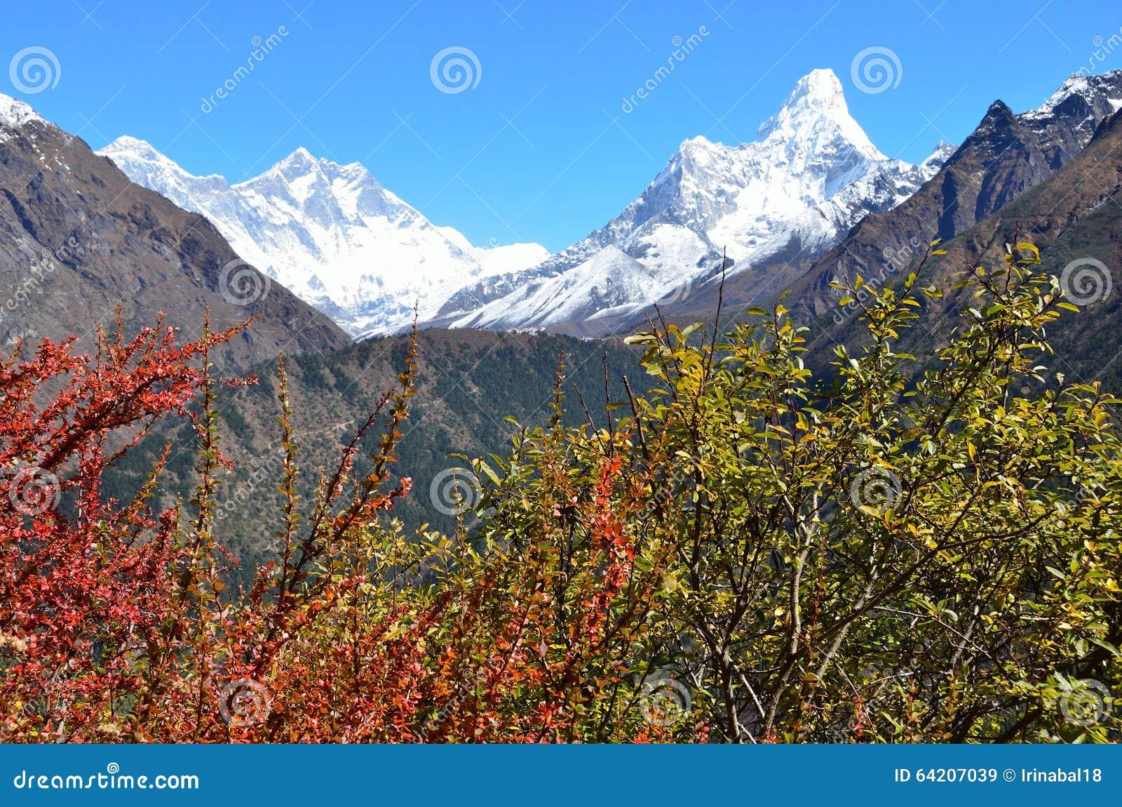 Nepal, Himalaya, paisaje de la montaña, vista de los picos de Lhotse y AMA Dablam (amadablam)