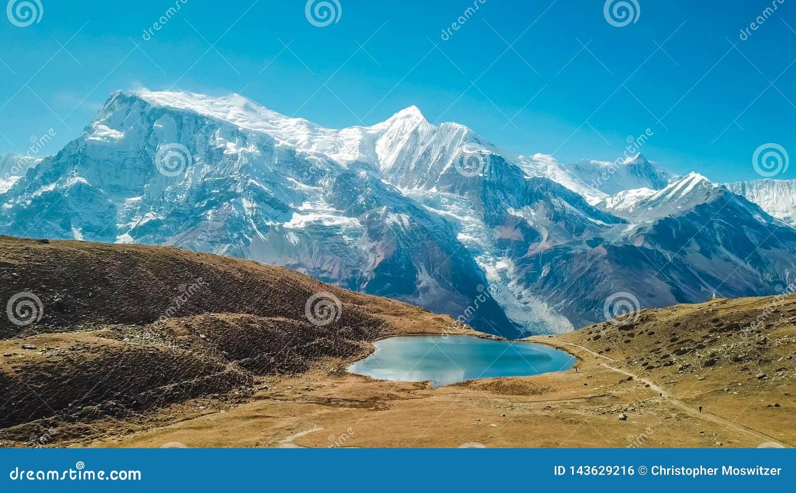 Nepal - Ice See mit der Ansicht über Annapurna-Kette