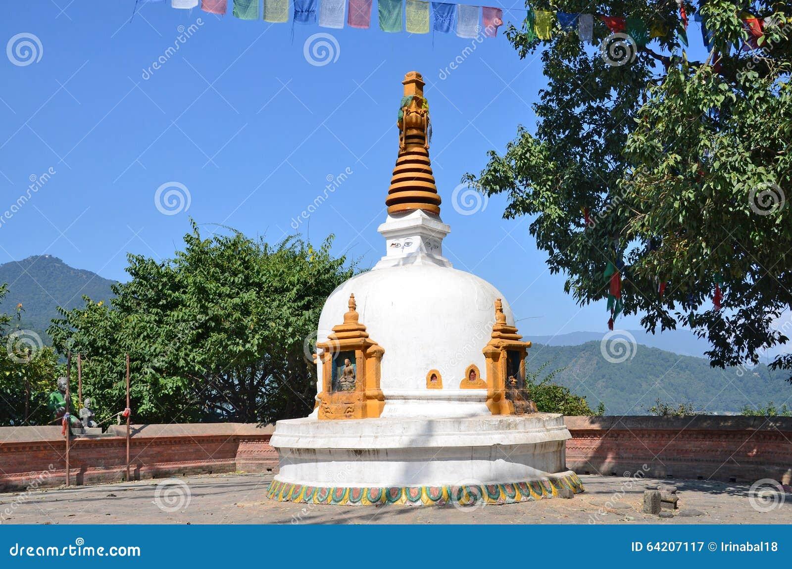 Nepal, Katmandu, pequeño stupa antiguo en la colina de Swayambhunath