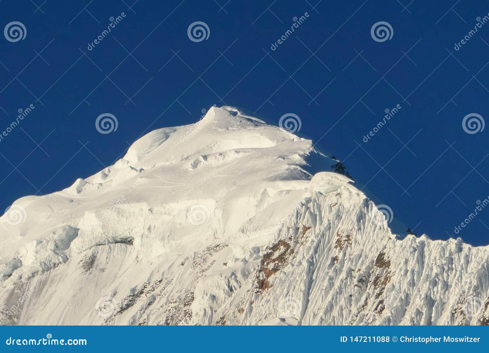 Nepal - pico de montanha nevado