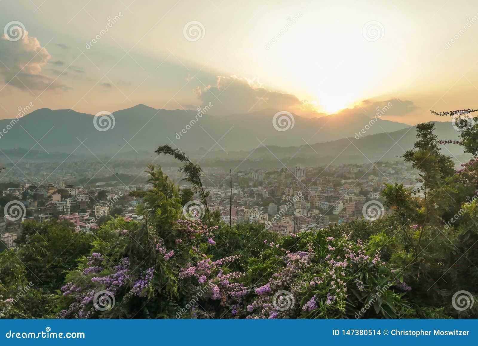 Nepal - Zonsondergang van Katmandu wordt gezien dat