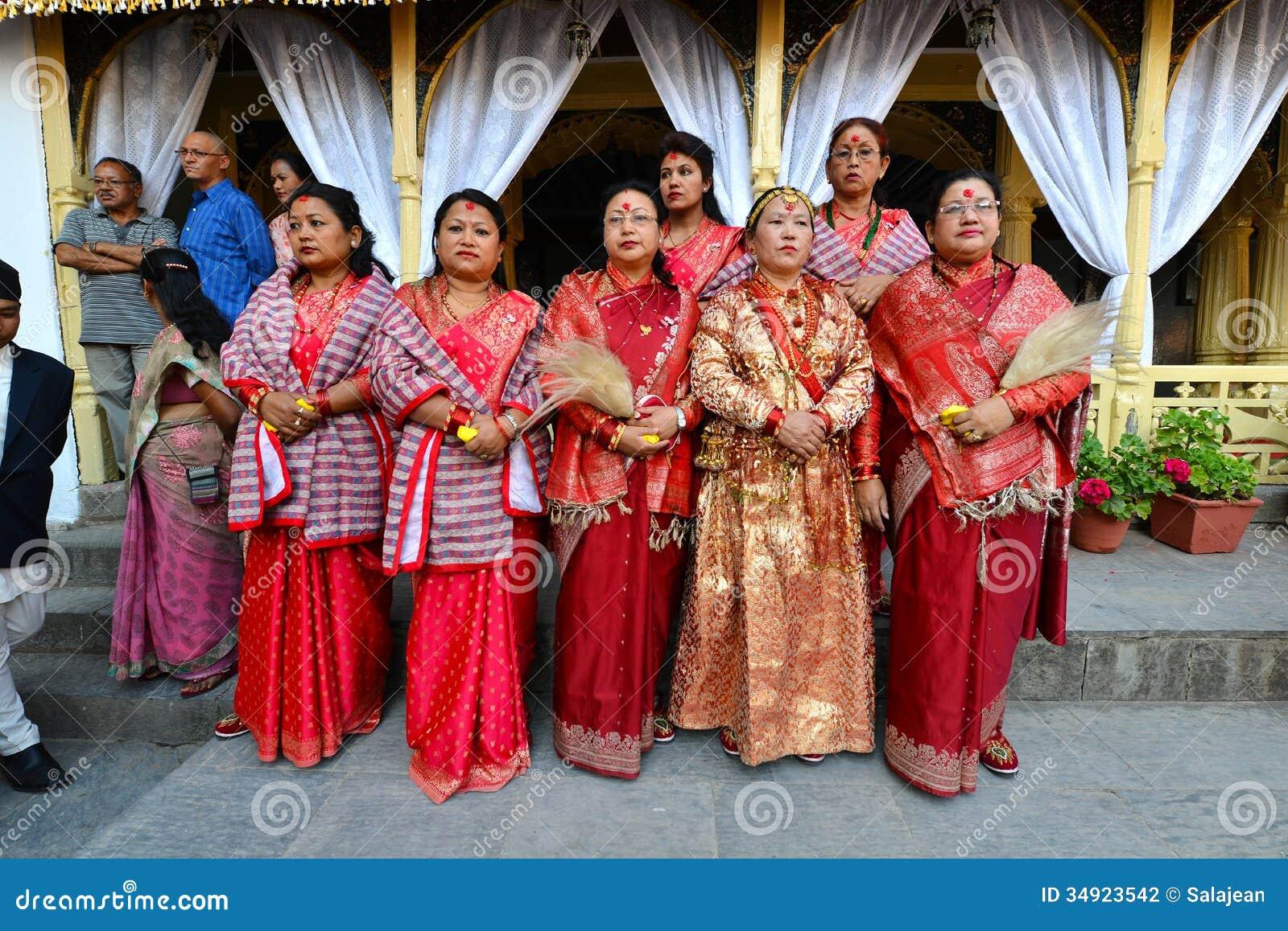 Kleidung frauen nepal