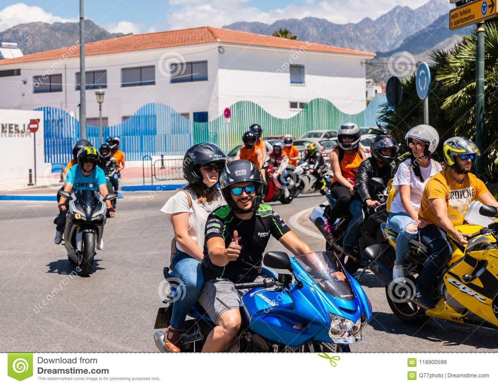 NERJA, ESPAÑA - 10 de junio de 2018 reunión de la motocicleta en el Anda famoso