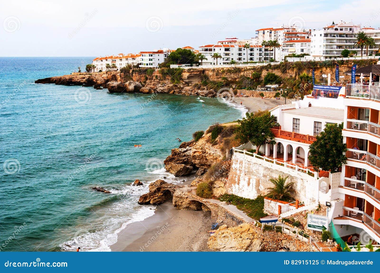 Nerja, España Poca ciudad turística Nerja en Costa del Sol, Andalucía