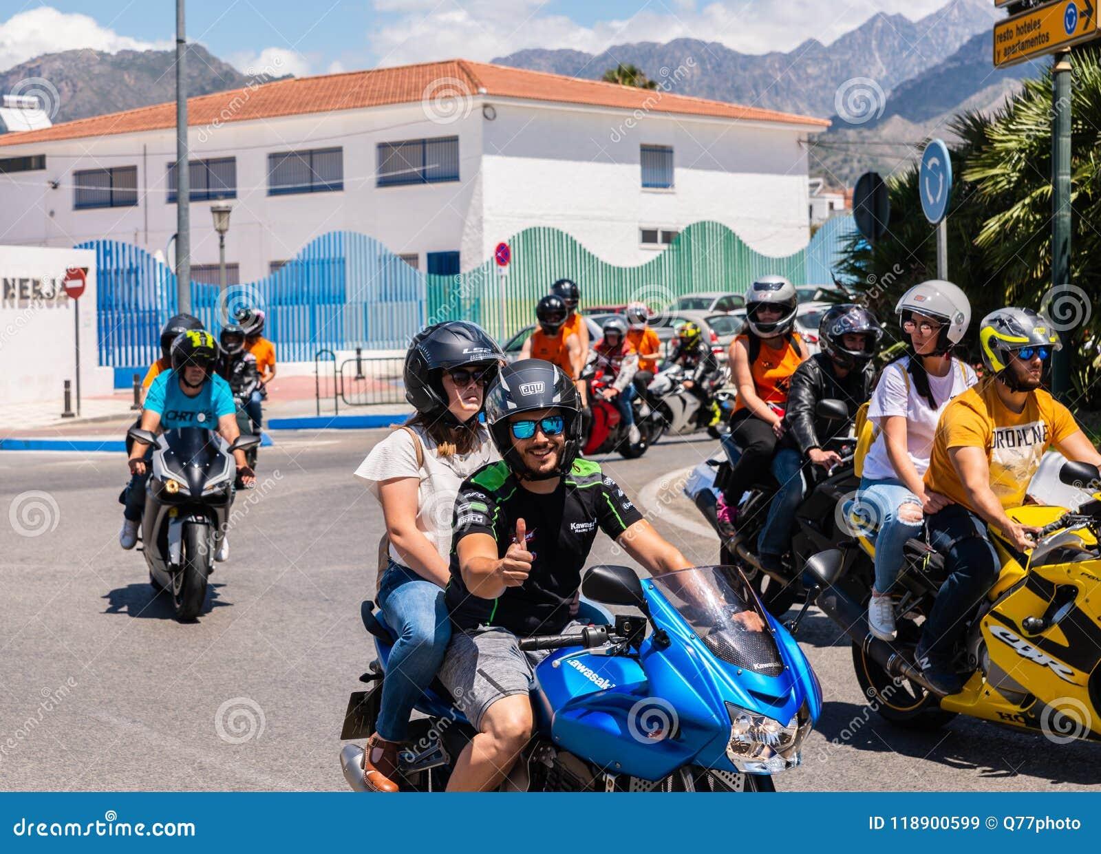NERJA, SPANIEN - 10. Juni 2018 Motorradsammlung im berühmten Anda