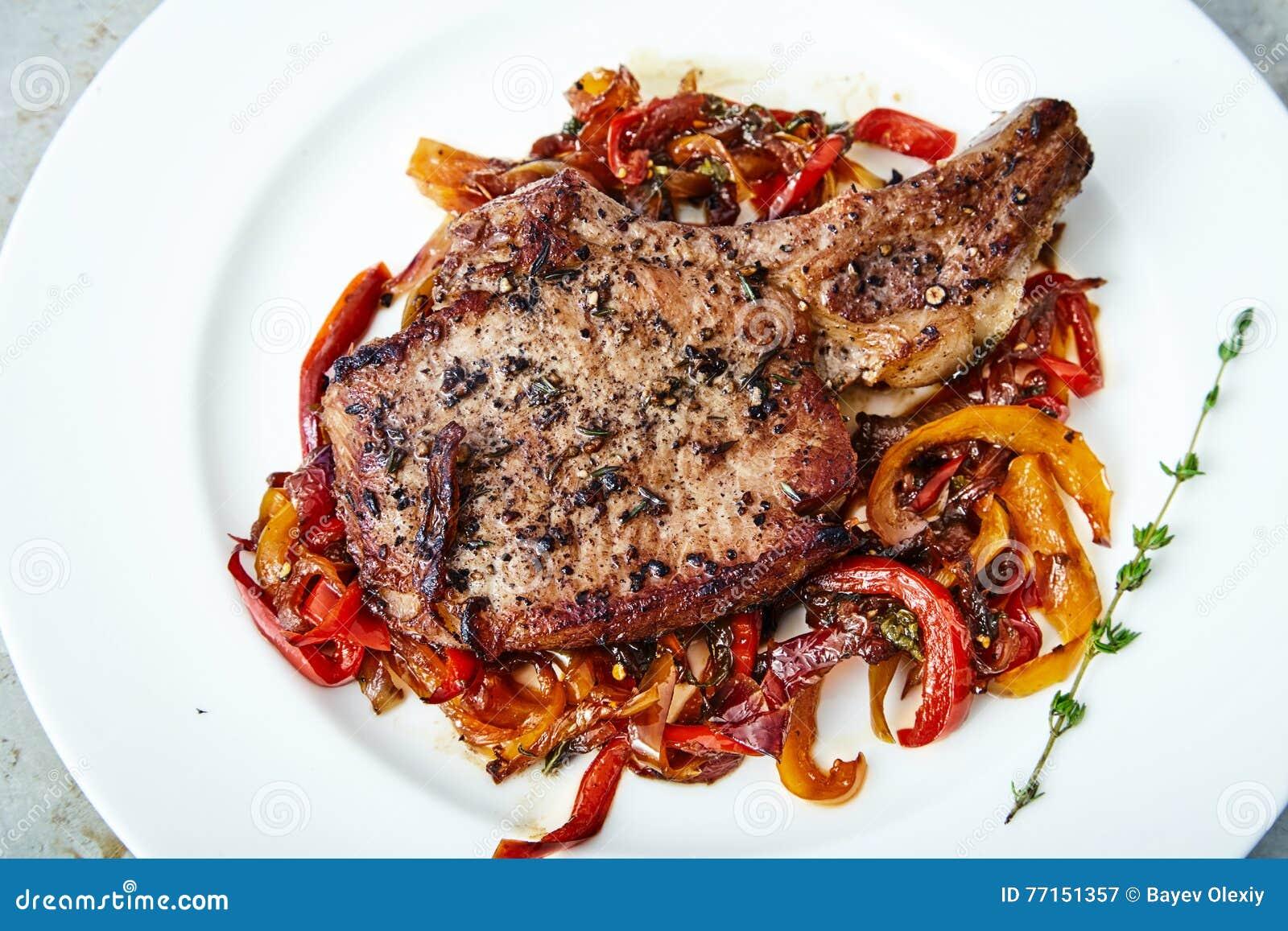 Nervure de viande avec des légumes