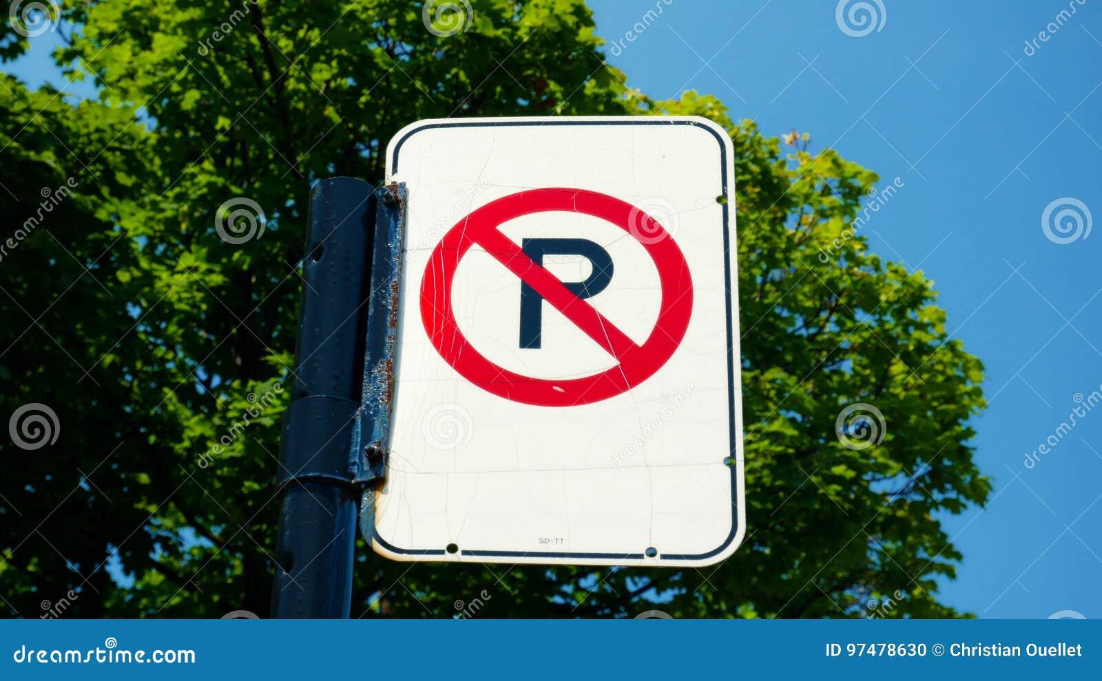 Nessun parcheggio firma dentro una via di Montreal, Canada