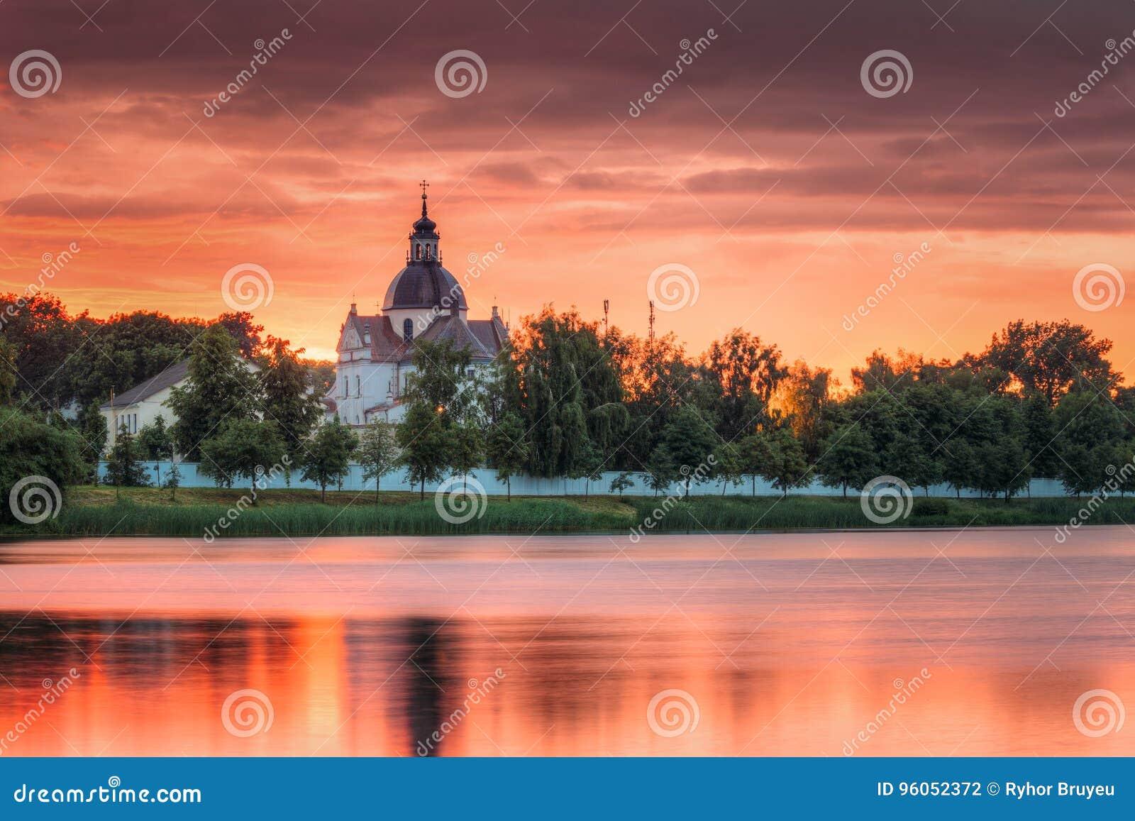 Nesvizh, région de Minsk, Belarus Corpus Christi Church And Castle