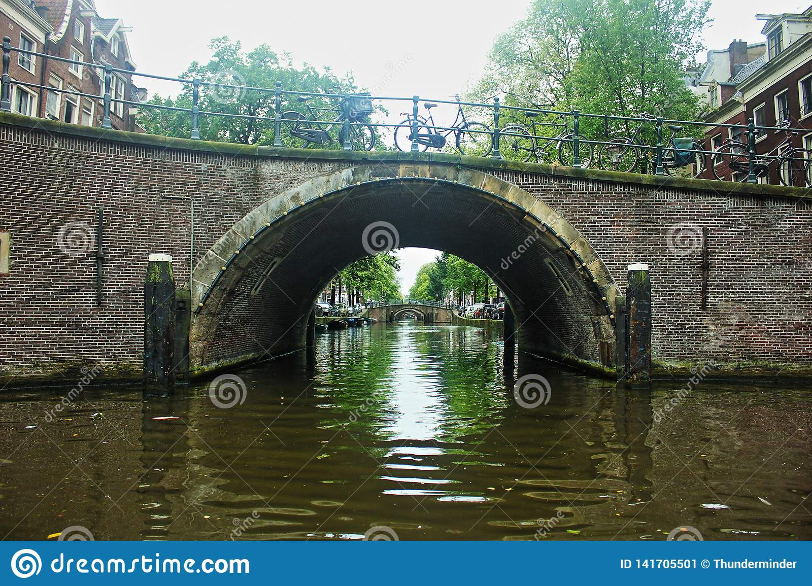Netherlands amsterdam Sotto i ponti del canale