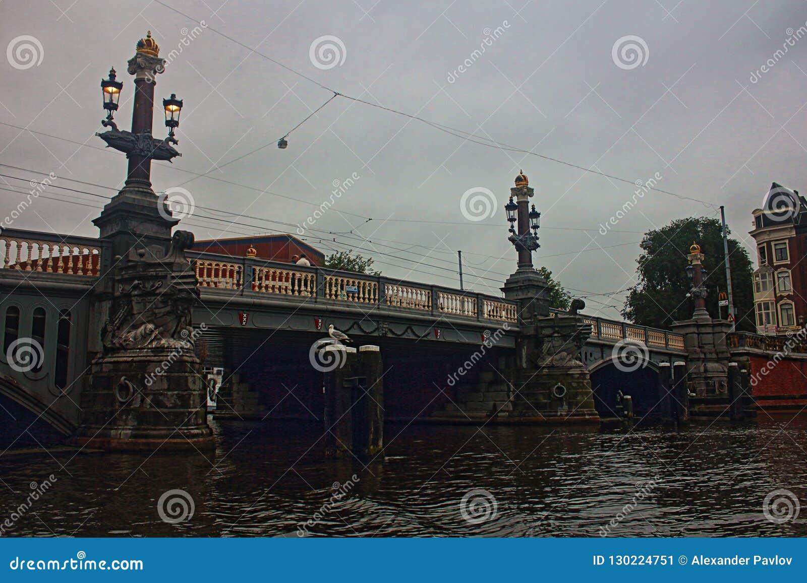 Netherlands Ponte di Amsterdam sera Il maltempo