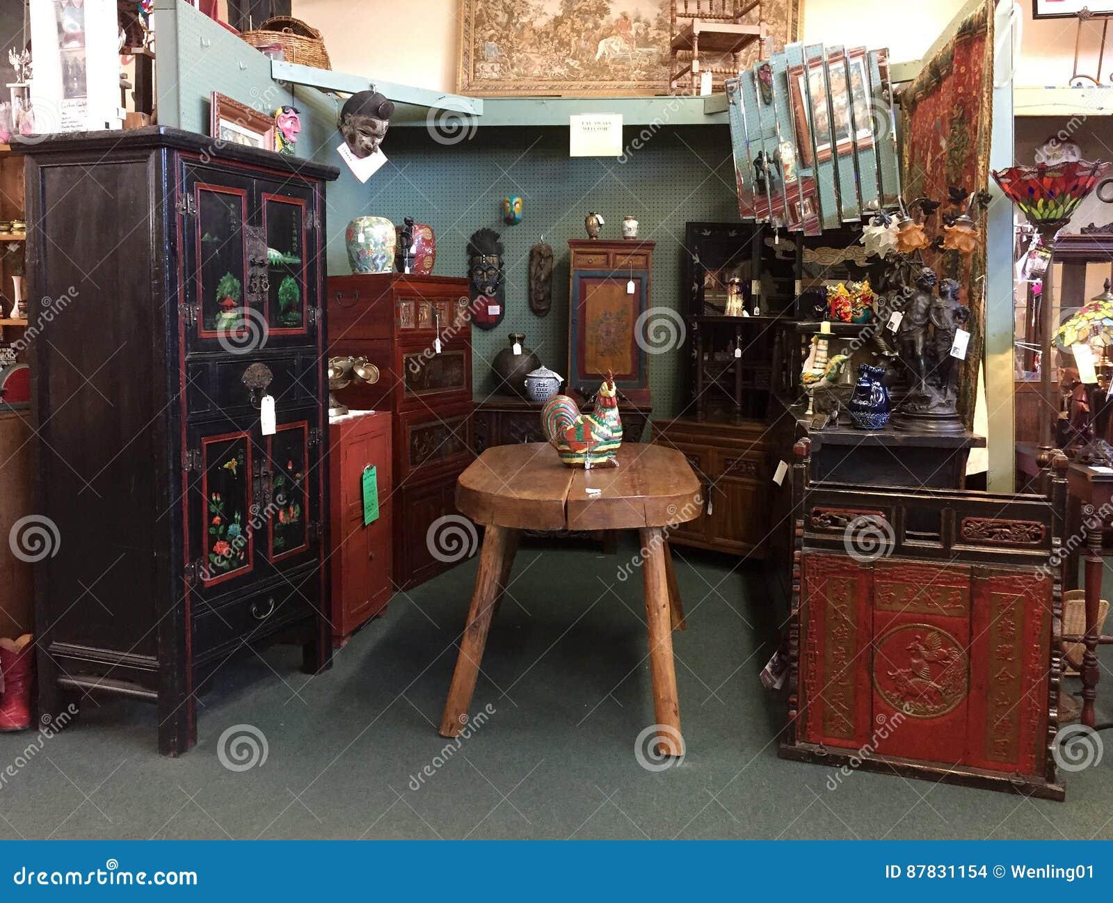 Nette Alte Möbel Für Verkauf Am Günstigen Speicher ...