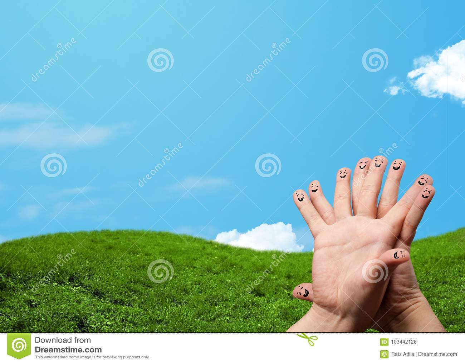 Nette Fingersmiley mit Landschaftslandschaft am Hintergrund