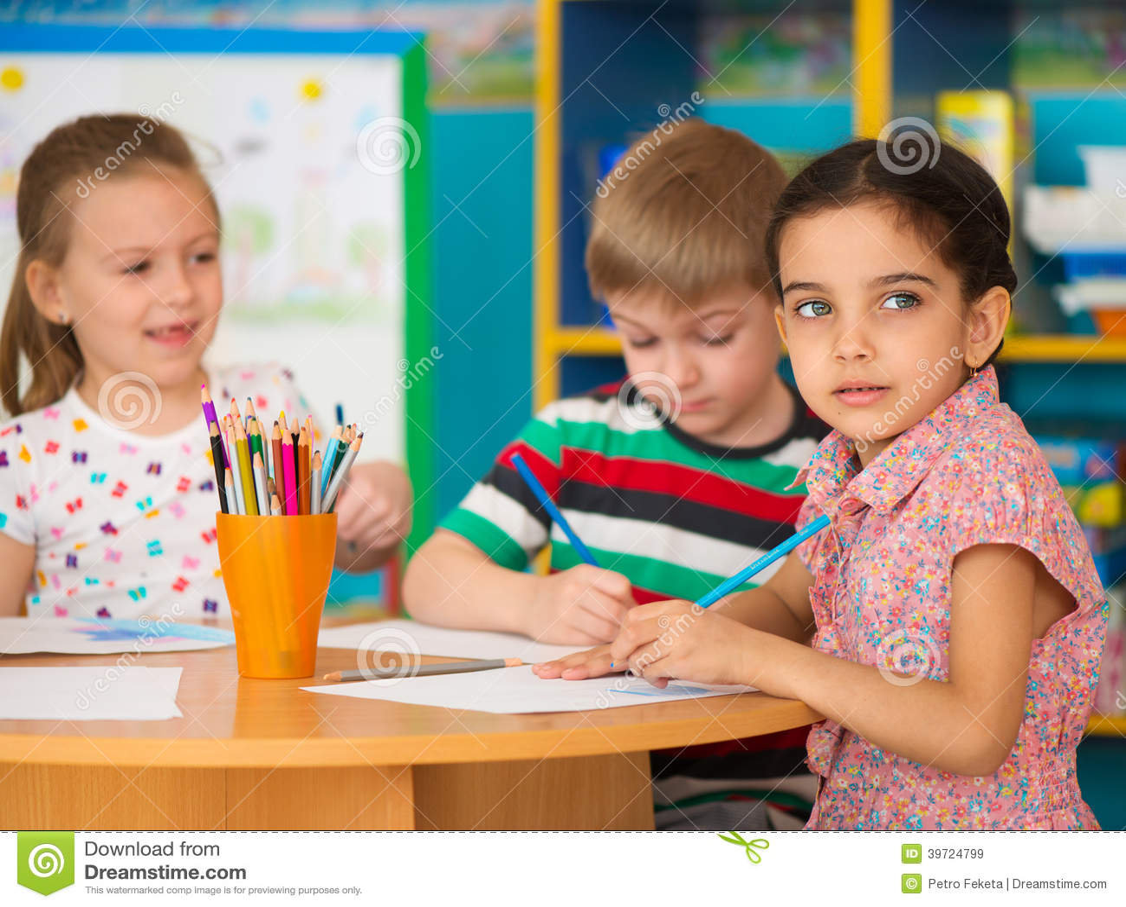 Nette Kinderstudie am Kindertagesstätte