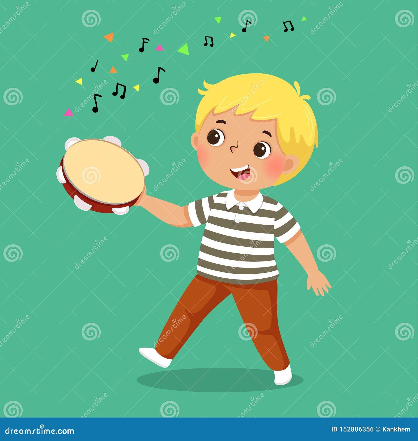 Netter Junge, der Tamburin auf grünem Hintergrund spielt