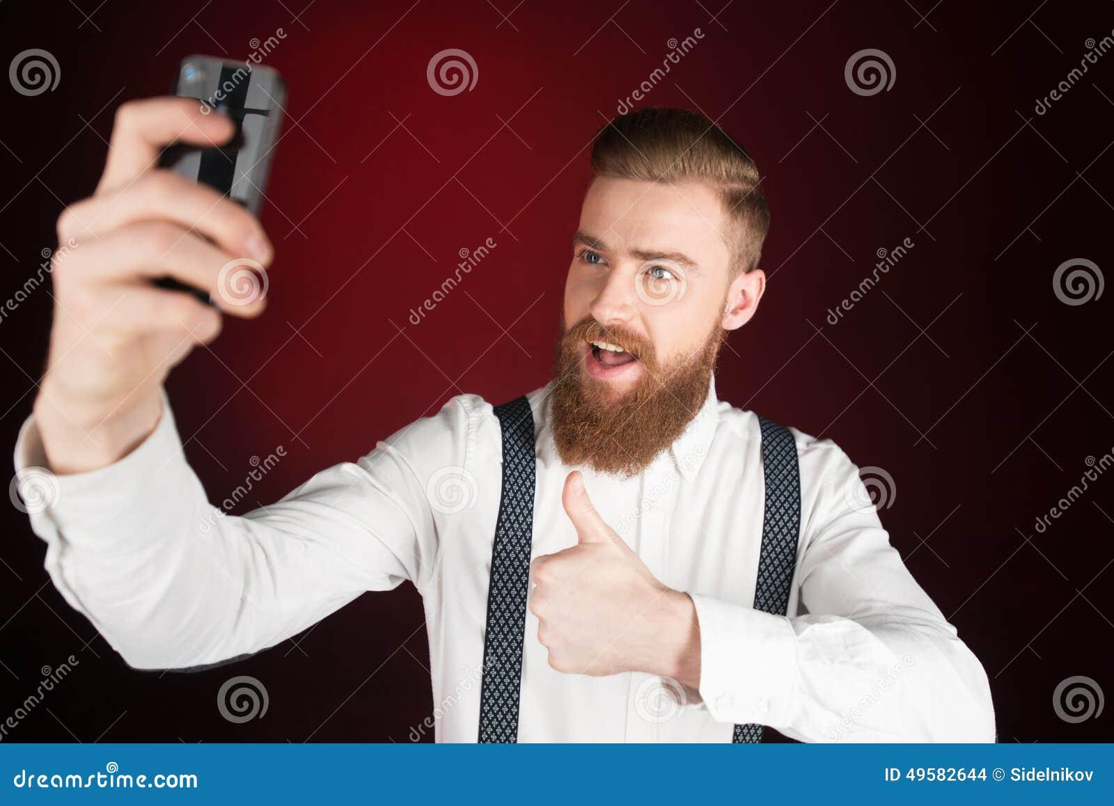 Netter Junger Mann Mit Dem Bart, Der Selfie Macht