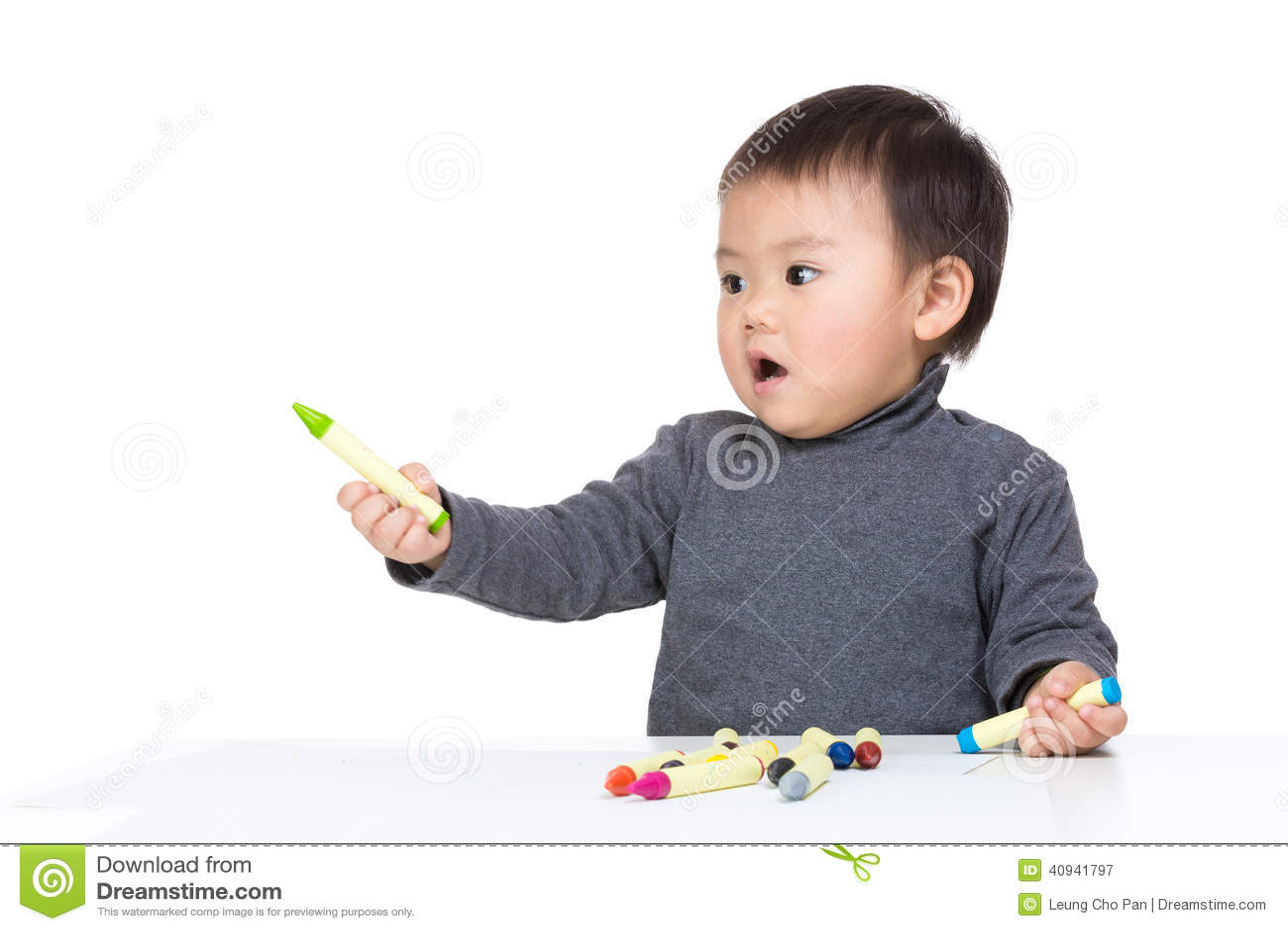 Netter Kinderabgehobener betrag mit Farbzeichenstift