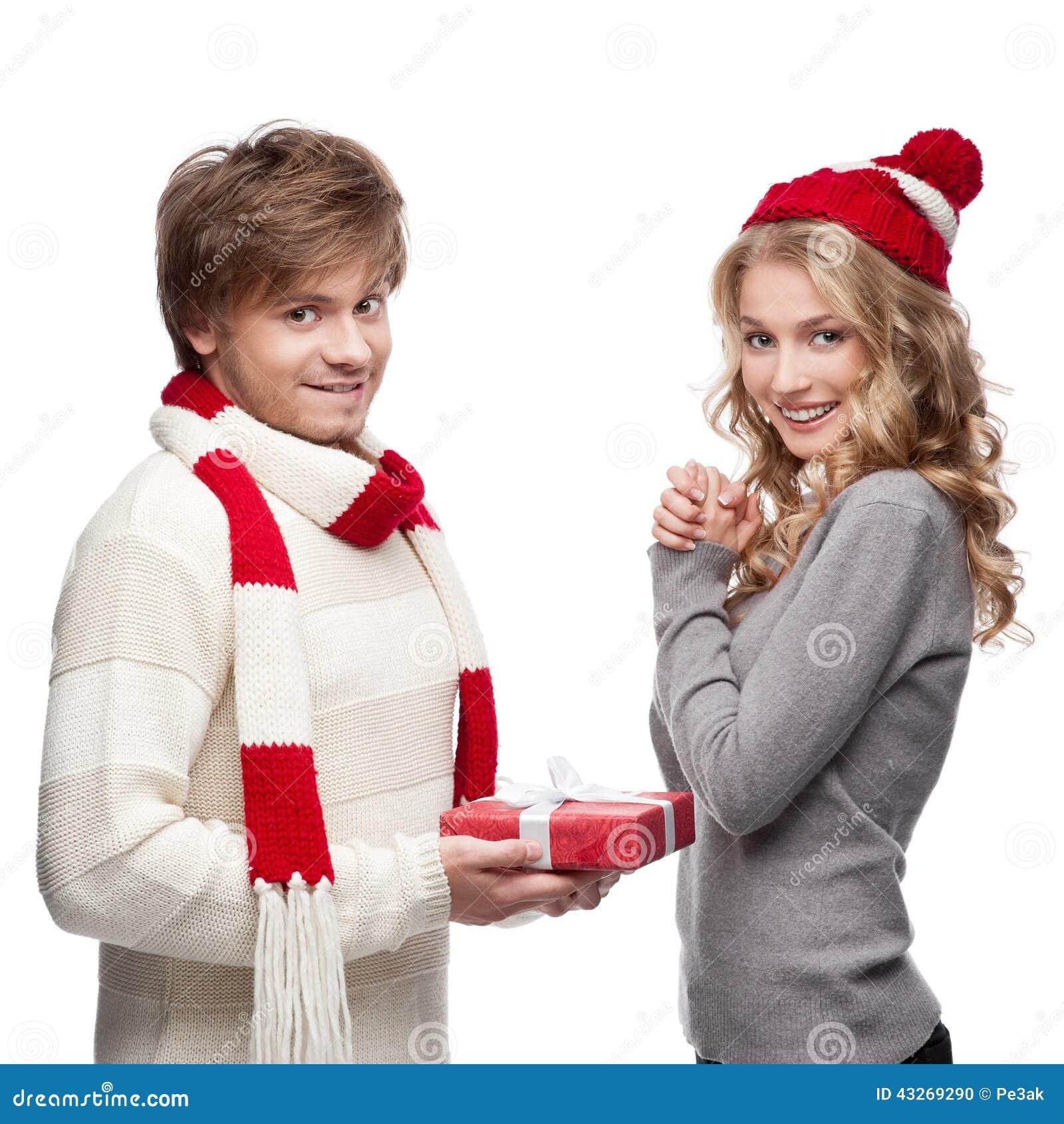 Netter Mann, Der Weihnachtsgeschenk Frau Darstellt Stockfoto - Bild ...