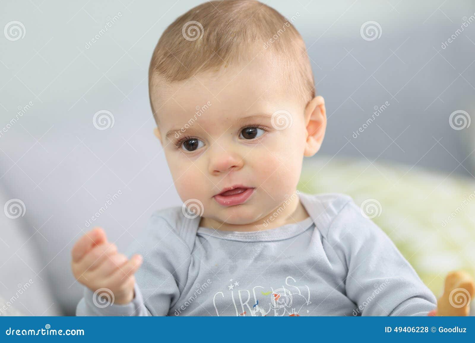 Download Nettes Baby, Das Den Keks Isst Stockfoto - Bild von ausdruck, leben: 49406228